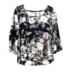 3/$20 Lily White Blouse Floral Size XS